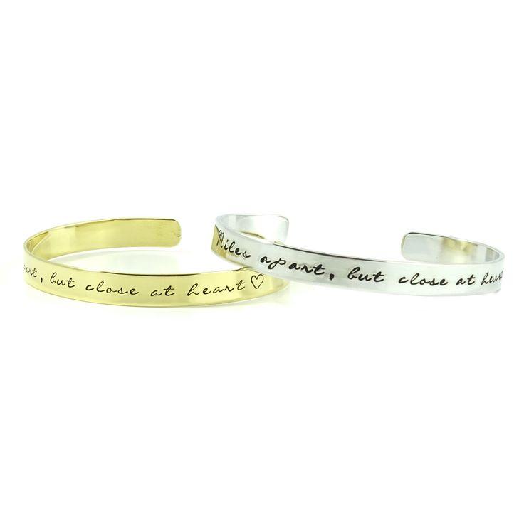 Miles apart, but close at heart! Dit setje armbanden met deze prachtige tekst mocht ik laatst maken.. Leuk cadeau voor een vriendin, zus of dochter die gaat verhuizen of reizen!