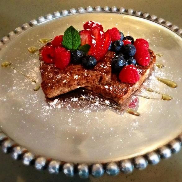 Clean Eating Recipes for Cravings | Delish French Toast ONLY 166 calories | @Carol Castleman magazine  |  Recipe Via The Nutrition Twins