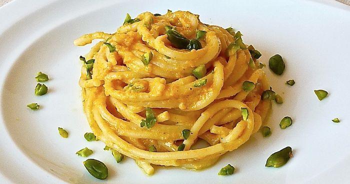 Spaghetti zucca gorgonzola e pistacchi