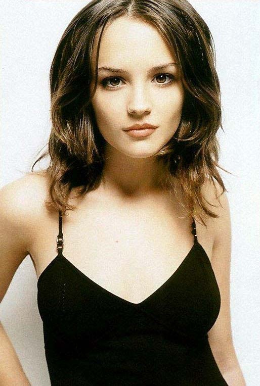 People have said I look like this chick, Rachael Leigh Cook? I don't know...I'd need to see her
