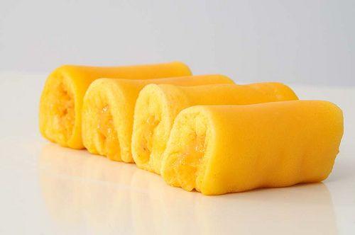 Ingredientes   - 10 claras de ovo  - 10 gemas de ovo  - 200 gr de açúcar  - 35 gr farinha   Modo de preparar:  Bater as gemas com o açúcar ...