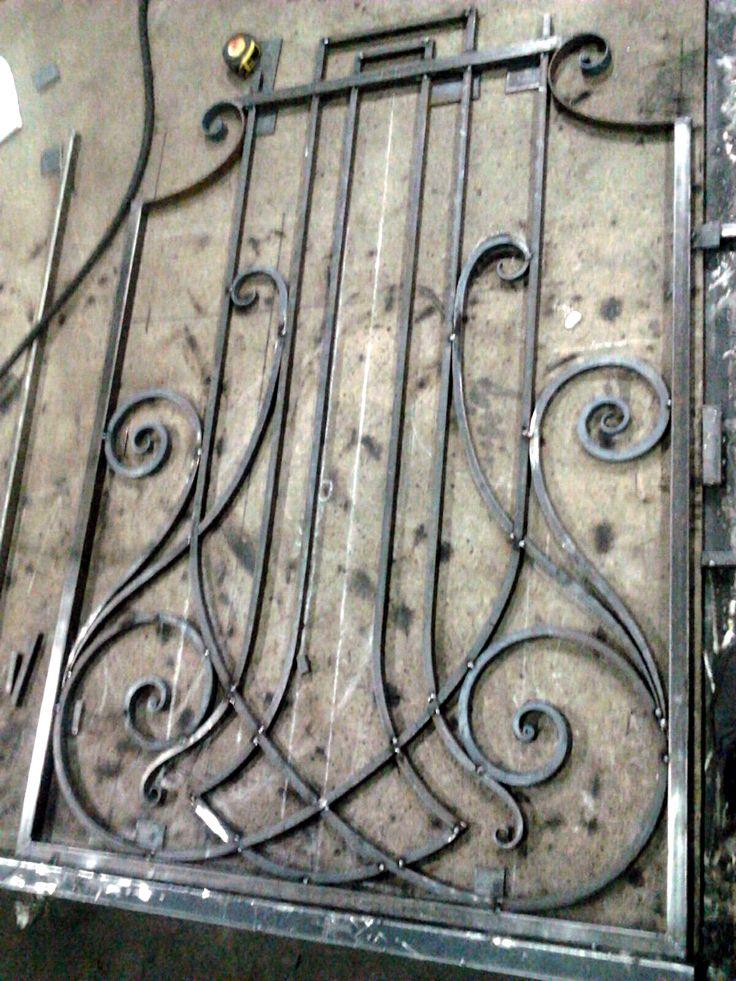 В нашей мастерской Вы можете заказать оригинальные оконные решетки! Компания Метал Мэйд http://www.metal-made.ru/about/