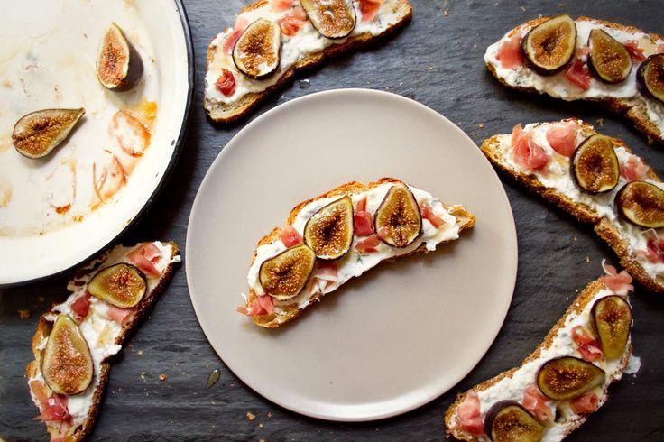 : Fig and Prosciutto Tartines with Lavender-Thyme Ricotta and Honey ...