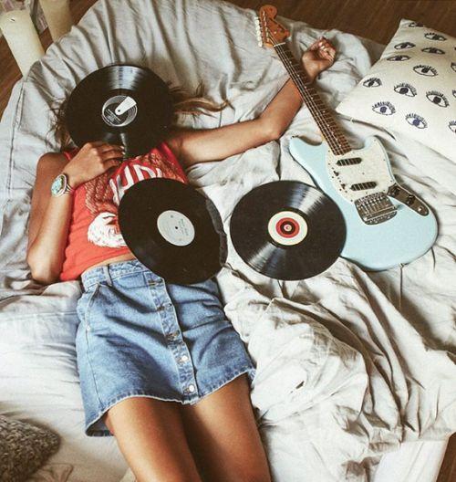 Que locura con la música ....... Me encanta Supremo hay un momento para escuchar incluso....... VINILOOOOS