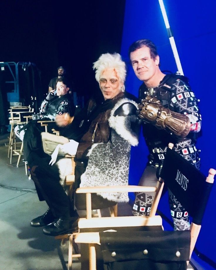 Josh Brolin As Thanos And Benicio Del Toro As The Collector Behind The Scenes Of Avengers Infinity War Via Looper On Twitter 男子