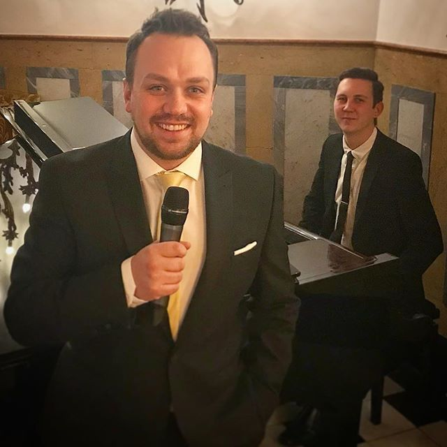 Our penultimate night at Badrutts Palace we played tunes such as Blue Moon Cheek to Cheek and Wee Small Hours of The Morning. A pleasure to have spent 11 nights so far playing with these great musicians! @_joehill_ @robanstey85 @badruttspalace @stmoritz . . . #StMoritz#Switzerland#SwingSinger#Singer#Sing#Piano#BadruttsPalace#Swiss#Alps#SwissAlps#LiveBand#LiveMusic#Suits#Suit#Music#Entertainment#Entertain#Smile#Play#Gig#Happy#Jazz#JazzBand#SanMoritz