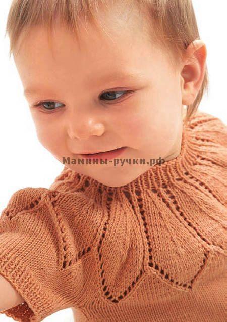 вязаный спицами дДетский пуловер с ажурной кокеткой и короткими рукавами