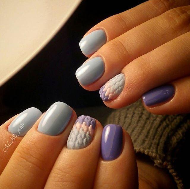 Пушистые косы, традиционные зимние орнаменты, полоска и ромбы: ногти модниц надевают свитера, утепляясь к холодам.