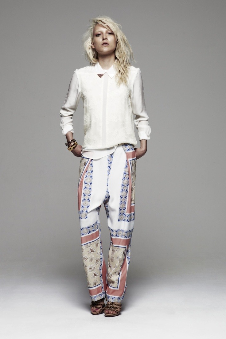 I love her hair.: Outfits, Prints Pants, Trousers, Style, White Shirts, Bowie Pants, Pajamas Pants, Fashion Blog, Floral Pants