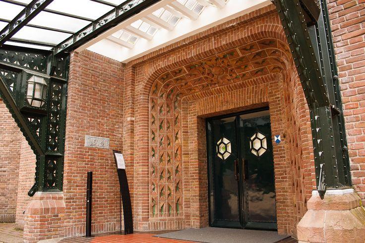 Sint Hubertus Hoge Veluwe 0022 - Ingang - Entrance - Jachthuis Sint-Hubertus - Wikipedia