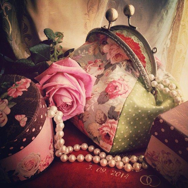 Wedding bride handbag. Coral and ivory color wedding. Свадебная сумочка клатч. Цвета свадьбы - коралловый и айвори