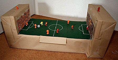 voetbalveld surprise voor de jongen die gek is op voetbal