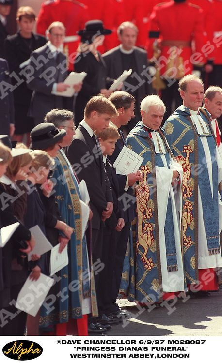 """06/09/97 """" DIANA PRINCESS OF WALES FUNERAL """" PRINCE WILLIAM , PRINCE HENRY AND PRINCE CHARLES AT WESTMINSTER ABBEY IN LONDON"""