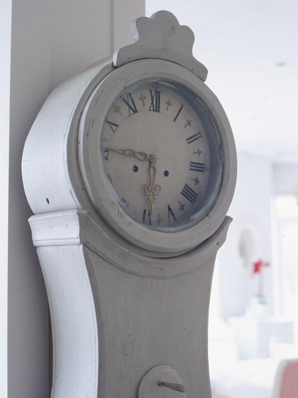 Distressed Mora Clock. NordicStyle