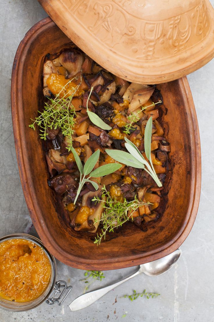 Köttgryta med falsk hjortronsylt, recept här: http://martha.fi/sv/radgivning/recept/view-93381-5035