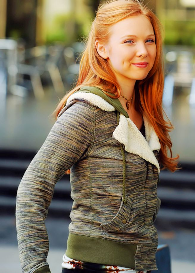 Sexy Twitpics: Molly Quinn - Hollywood Gossip | MovieHotties.com