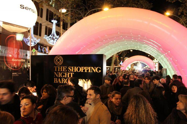 The Shopping Night, Barcelona http://www.apartmentbarcelona.com/blog/2015/11/19/non-touristy-restaurants/