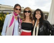 Ронит Рафаэль с актрисой и телеведущей Моран Атиса (справа) и Мишель Родригес (Аватар, слева)