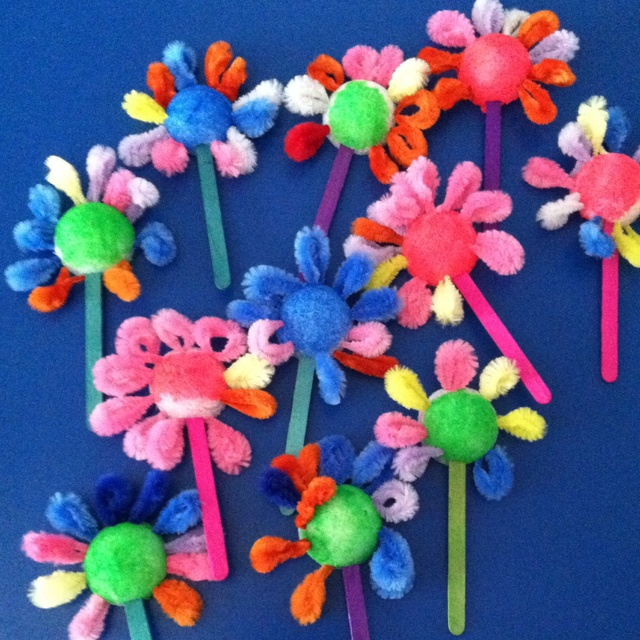 Spring flowers made with pipe cleaners pom poms lolly for Pom pom crafts