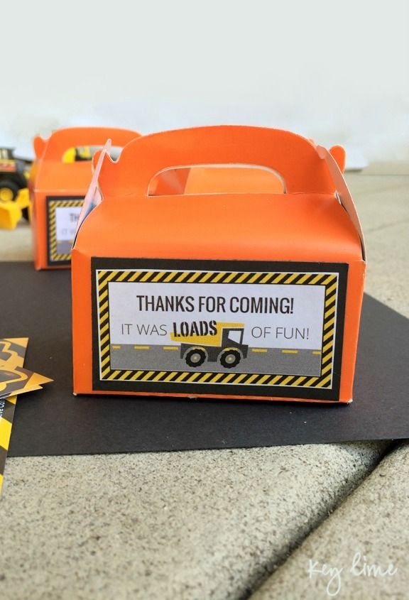 Check out these free printables to make DIY Construction Truck Party Favor Tags for your son's birthday party!