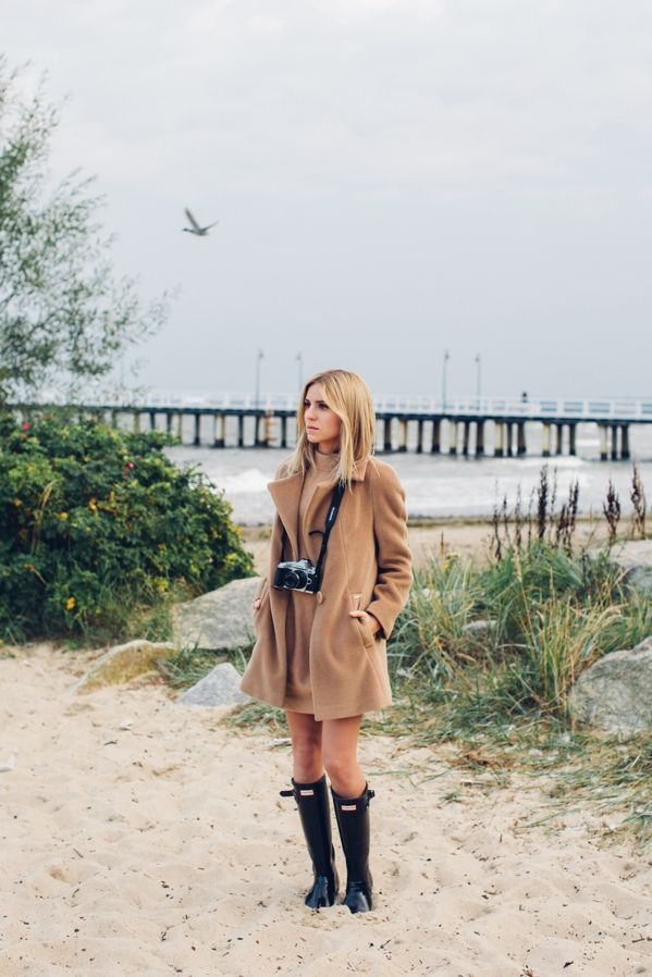 coat / płaszcz - PATRIZIA ARYTON dress / sukienka - Massimo Dutti rubber boots / kalosze - Hunter watch / zegarek - Daniel Wellington  Living in Tricity has its points. We have very beautiful beach, forests, charming small streets from the 19th century, and in Gdańsk and Gdynia it is possible to feel the typically urban atmosphere. Being a blogger, I also learned to appreciate the Tricity weather  - when in entire Poland is warm and sunny, here is so horribly cold (x#@q&%!!!) that I can show…