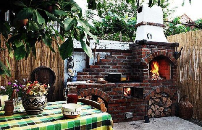 Love that it has not only the brick oven, but also the stove that is use with wood as well.