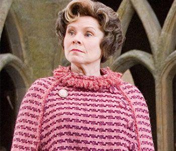 17 december 2012: Geweld. Foto: Imelda Staunton als Dolores Umbridge in Harry Potter and the Order of the Phoenix: geweld verpakt in rose en verstopt tussen snoezepoesjes
