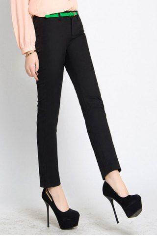 Κλασσικό γυναικείο παντελόνι ελαστικό σε στενή γραμμή. Διαθέσιμο σε μαύρο χρώμα.