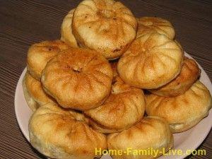 Беляши традиционное блюдо казахов, башкиров, татар. Начинка, как правило, мясная Когда тесто замешано, выстоялось, можно начинать лепить беляши
