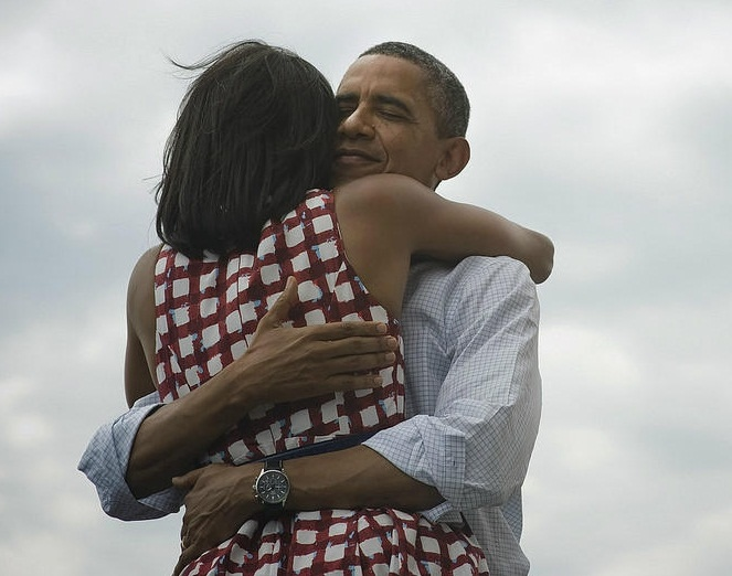 Obama wins re-election, first tweet is for Michelle Obama