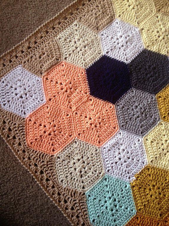 BabyLove Brand Geometric Lace Blanket/Afghan por BabyLoveBrandKids