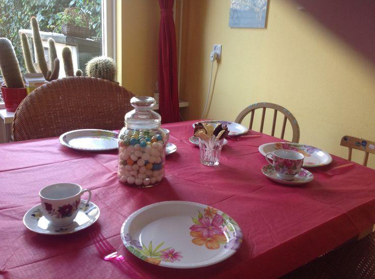 High tea en paardenfeestje van Emma! Paardenlollies gemaakt chocolade!