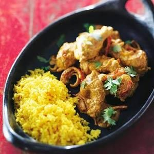 Kip madras met gele rijst