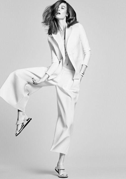 Simplicity - minimalist fashion photography // Ph. James Macari for Vogue Mexico, Aug 2014