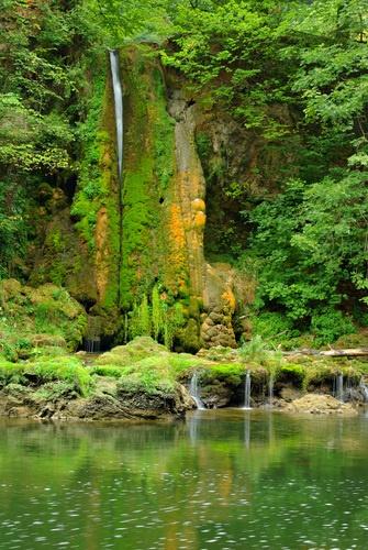 Cascada Pestera Waterfall.  Vadul Crisului, Romania