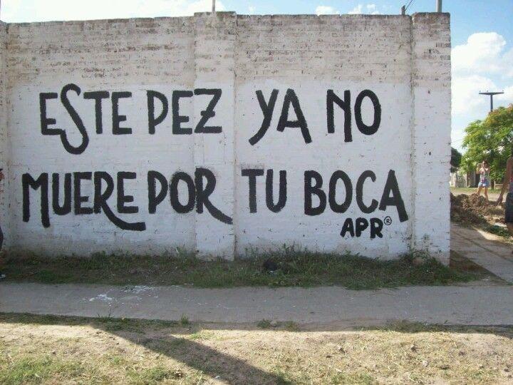 Joaquin Sabina Este pez ya no muere por tu boca, este loco se va con otra loca, estos ojos no lloran más por tí.