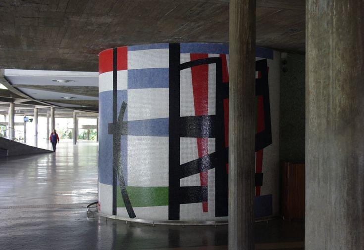 Cararacas Moderna: Corredor de acceso, sala de conciertos. UCV