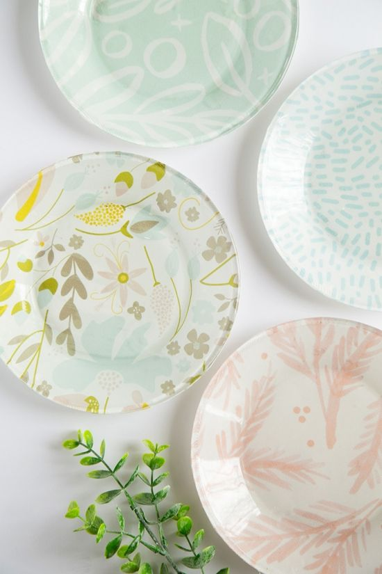 Learn how to make these DIY Mother's Day plates using your favorite fabric. Choose your mom's favorite colors and patterns to turn ordinary glass plates into something extraordinary! Your mom will love this #DIY #gift for Mother's Day. #mothersday