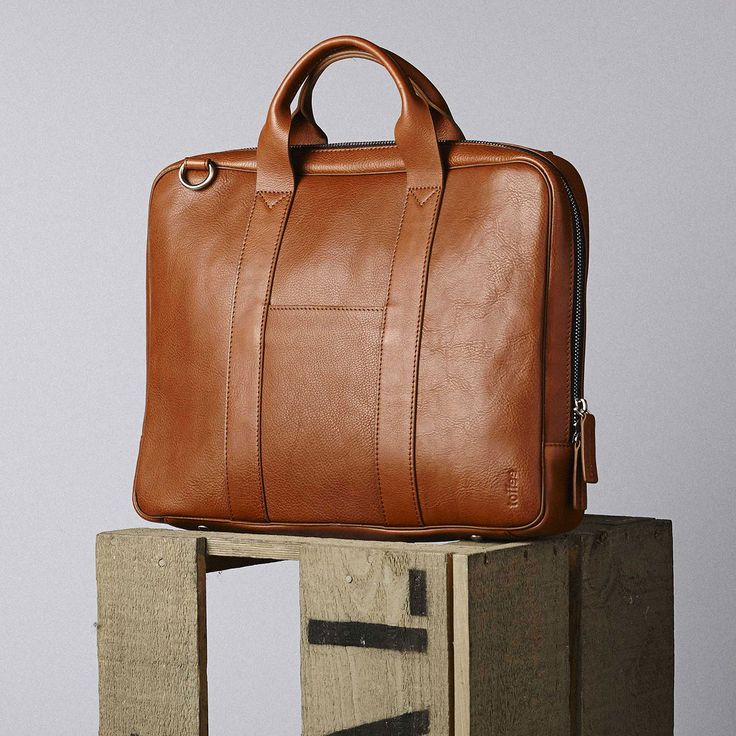 Thelincoln briefcaseis a slimline and deceivingly spacious bag, superbly crafted from naturally milled leather with a subtle pebble grain.  Features a padded quilted 13″ compartment, sepa…