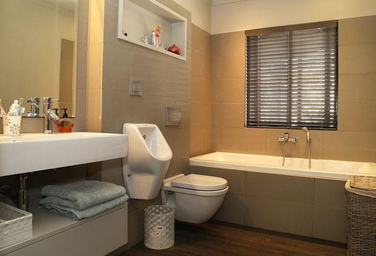 Chiappini Street: Full Bathroom. FIREFLYvillas, Hermanus, 7200 @fireflyvillas ,bookings@fireflyvillas.com,  #ChiappiniStreet #FIREFLYvillas #HermanusAccommodation