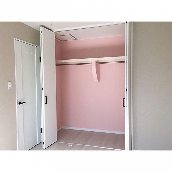 壁 天井 ピンク壁紙 クローゼット壁紙 クローゼット 寝室 などの