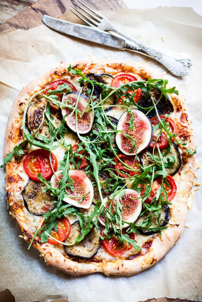 Rocket, fig, roasted vegetable and prosciutto pizza