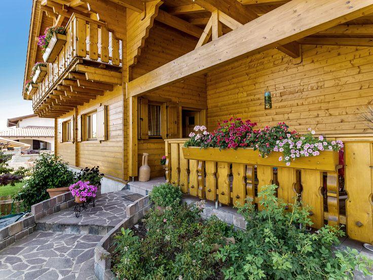 Tradizione e innovazione da oltre 80 anni  Rubner Haus coniuga tradizione d'eccellenza nel settore delle costruzioni in legno e tecnologia all'avanguardia per realizzare case in legno che trasformano i desideri del cliente in realtà.