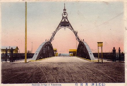 明治40年頃の万国橋。古くから人々の暮らしの支えになってきた。万国橋の見所。