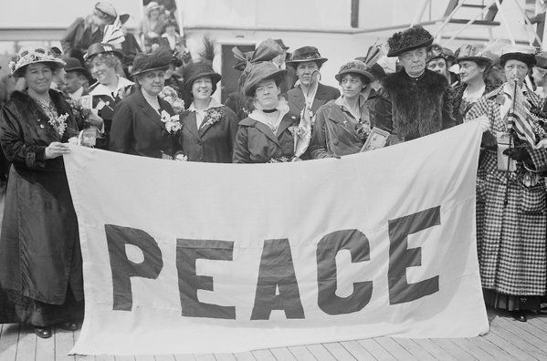 Today in 1915, the Women's Peace Party was found in order to stop woman suffrage #Fightfor15 #womensrights