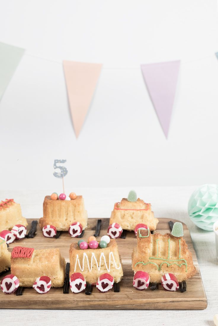 How to make a home-baked train cake for the kids party | First ...