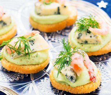 Crostini med avokado och ädelost