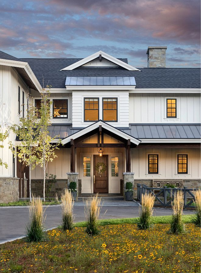 I love the modern farmhouse design & the mix of elements used to create this huse!