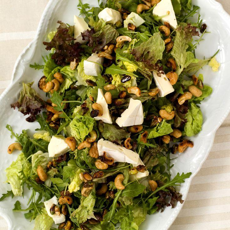 rustikk salat med hvitmuggost og honningristede nøtter