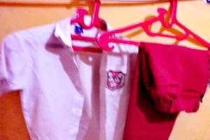 Bagaimana merawat seragam sekolah anak?